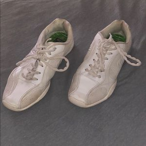Women's white cheer shoes